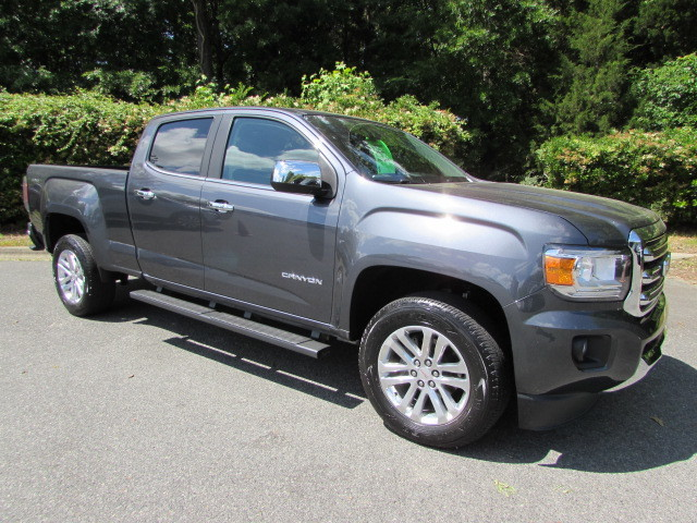 Pre-Owned 2017 GMC Canyon 4WD Crew Cab 140.5 SLT