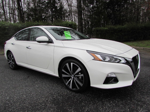Pre-Owned 2019 Nissan Altima 2.5 Platinum Sedan